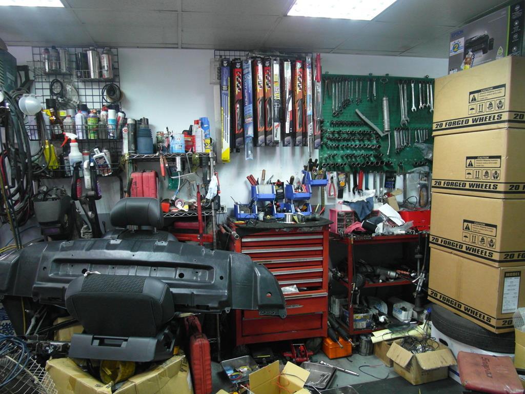 台北市南港區推薦汽車維修保養修車輪胎廠米格汽車工具區