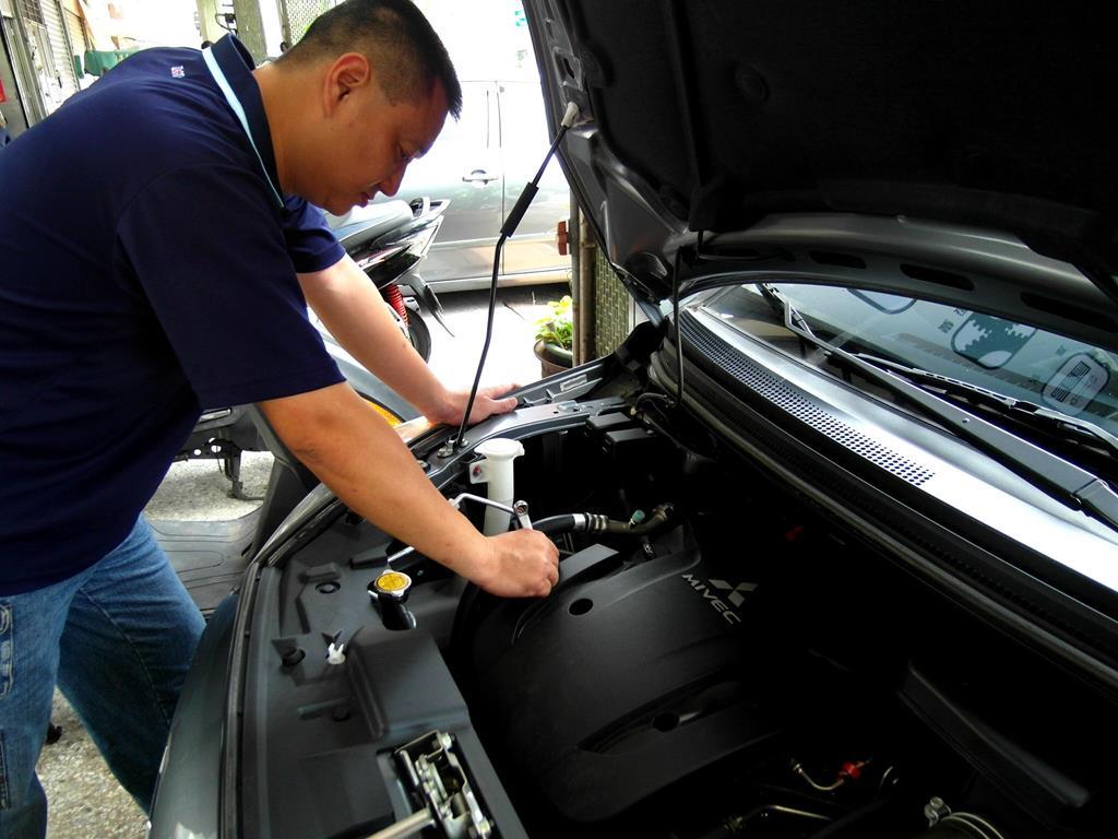 基隆市七堵區推薦汽車維修保養修車汽車廠鍵銘汽車皮帶調整
