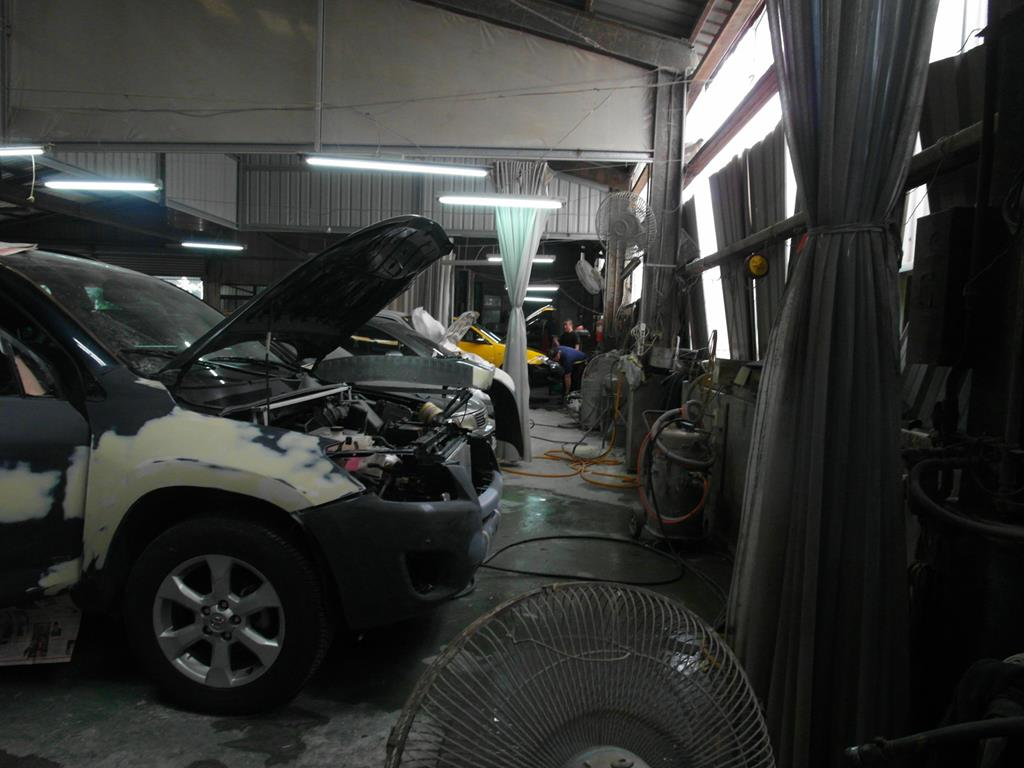新北市樹林區推薦汽車維修保養修車鈑金板金烤漆廠國同汽車板金烤漆區