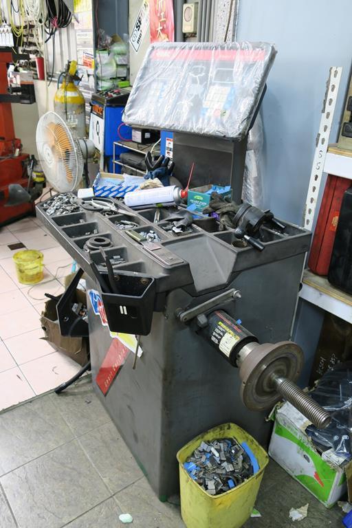 嘉義市西區推薦維修廠安修汽車輪胎平衡機