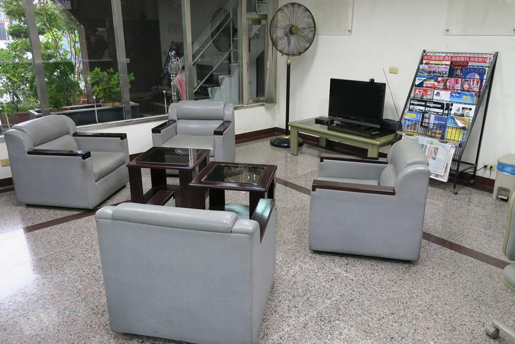 嘉義市東區推薦維修廠川華汽車休息室