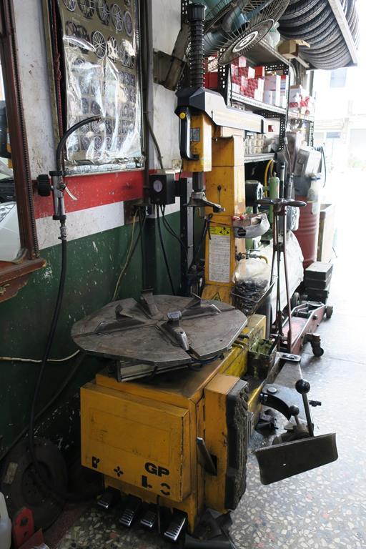 嘉義市東區推薦維修廠進運汽車保養廠拆胎設備