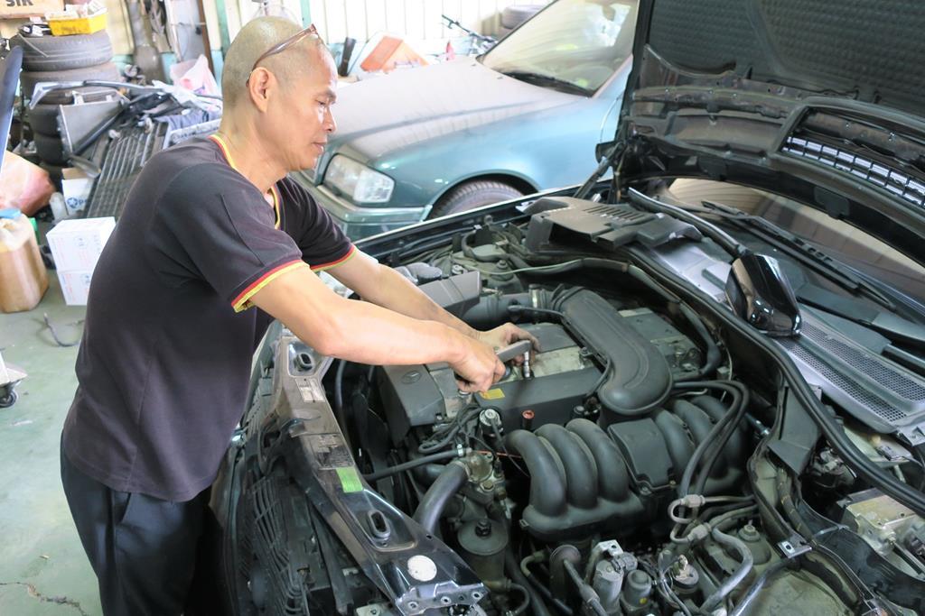 台南市東區推薦維修廠賓紳汽車引擎維修後安裝