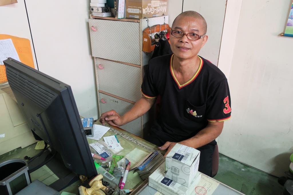 台南市東區推薦維修廠賓紳汽車帥氣可愛老闆