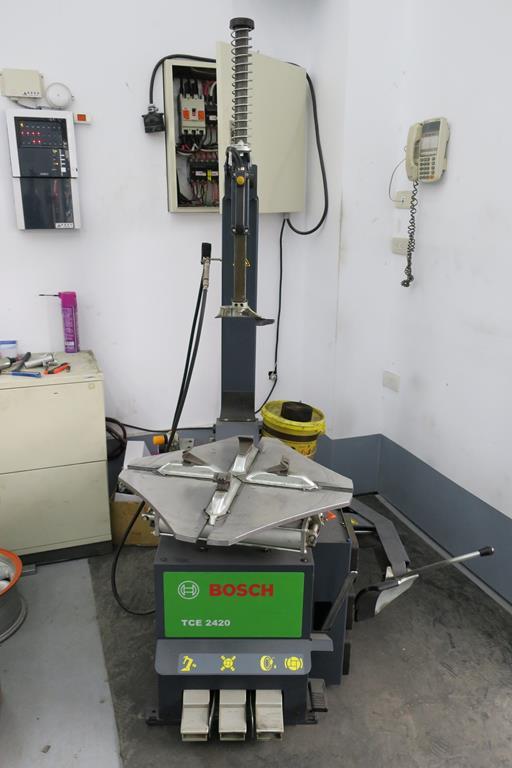 台南市安南區推薦維修廠富洲汽車拆胎設備