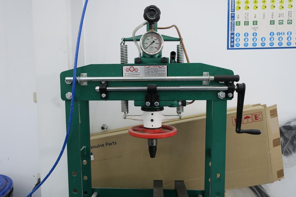 台南市安南區推薦維修廠富洲汽車衝壓設備