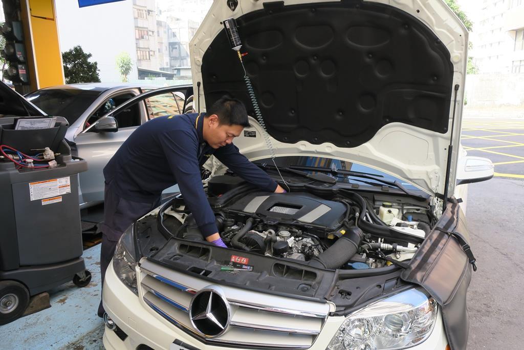 高雄市前鎮區推薦歐系汽車保修廠保養廠維修廠輪胎行固特異-南一汽車數位修車廠除碳