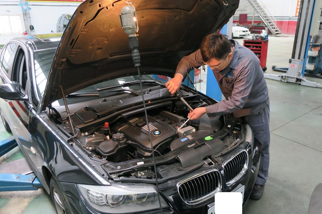 桃園玉成汽車,機油冷卻器安裝時,都會依照原廠磅數打上