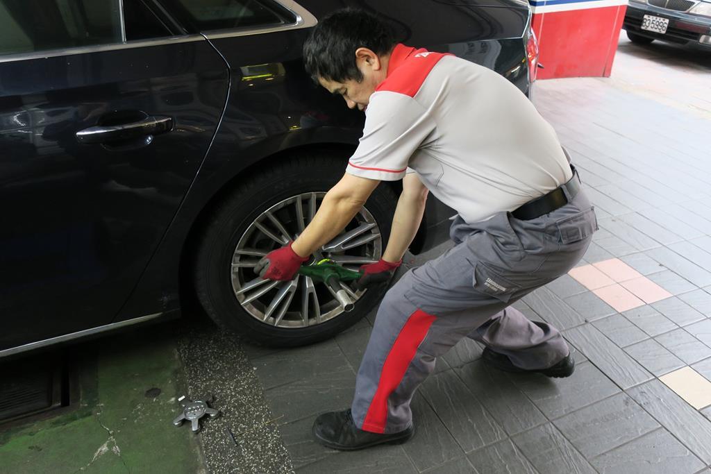 利元汽車輪胎行台北市大安區工作