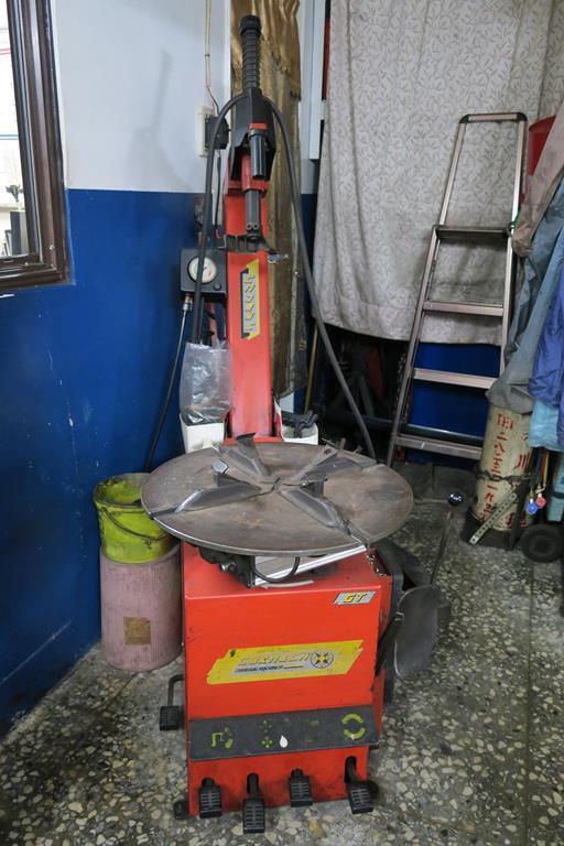 建宏汽車台北市中正區拆胎設備