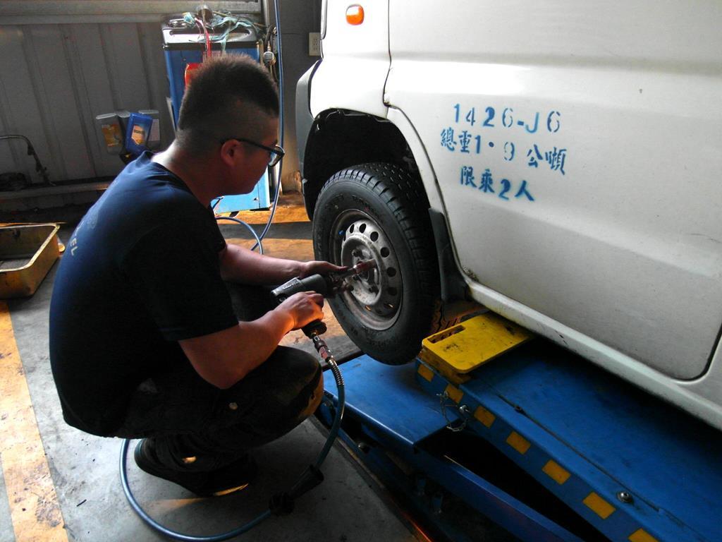 彰化縣鹿港鎮推薦汽修廠固特異-全品輪胎行品質保證