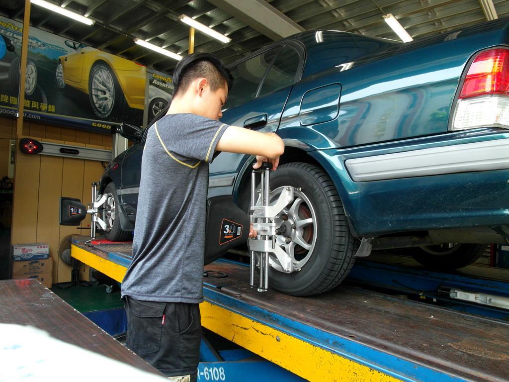 台中市烏日區推薦維修廠固特異-豐緯汽車輪胎定位調整