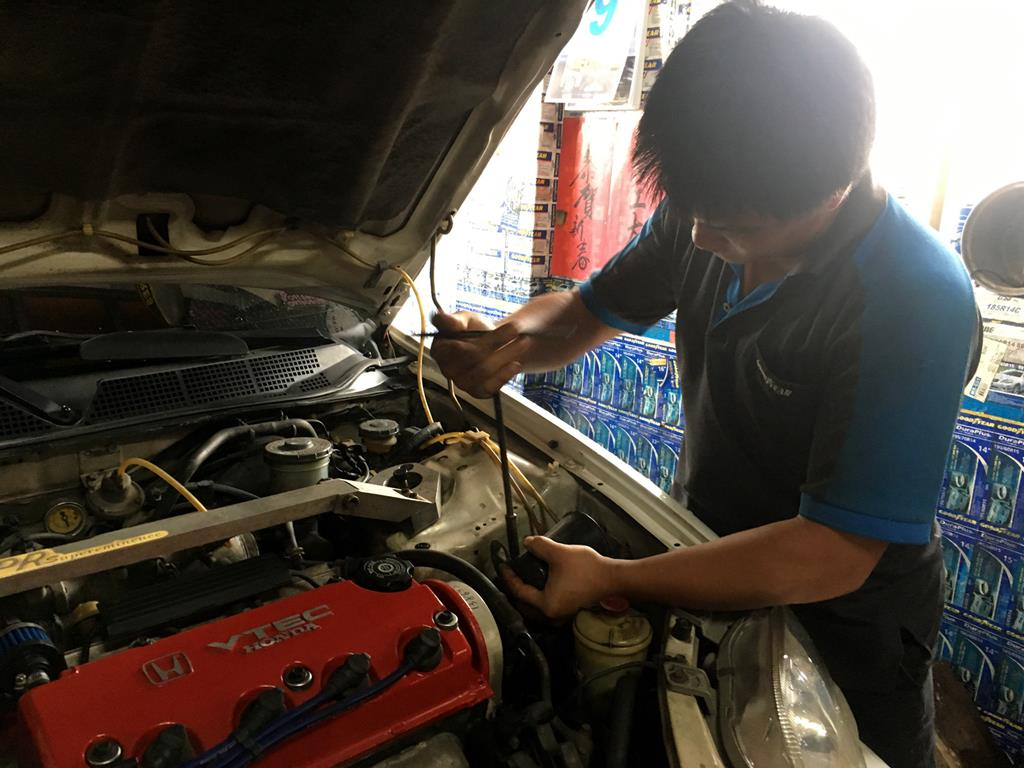 高雄市林園區推薦修車廠固特異-林園輪胎行檢查引擎