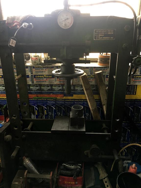 高雄市林園區推薦修車廠固特異-林園輪胎行壓床