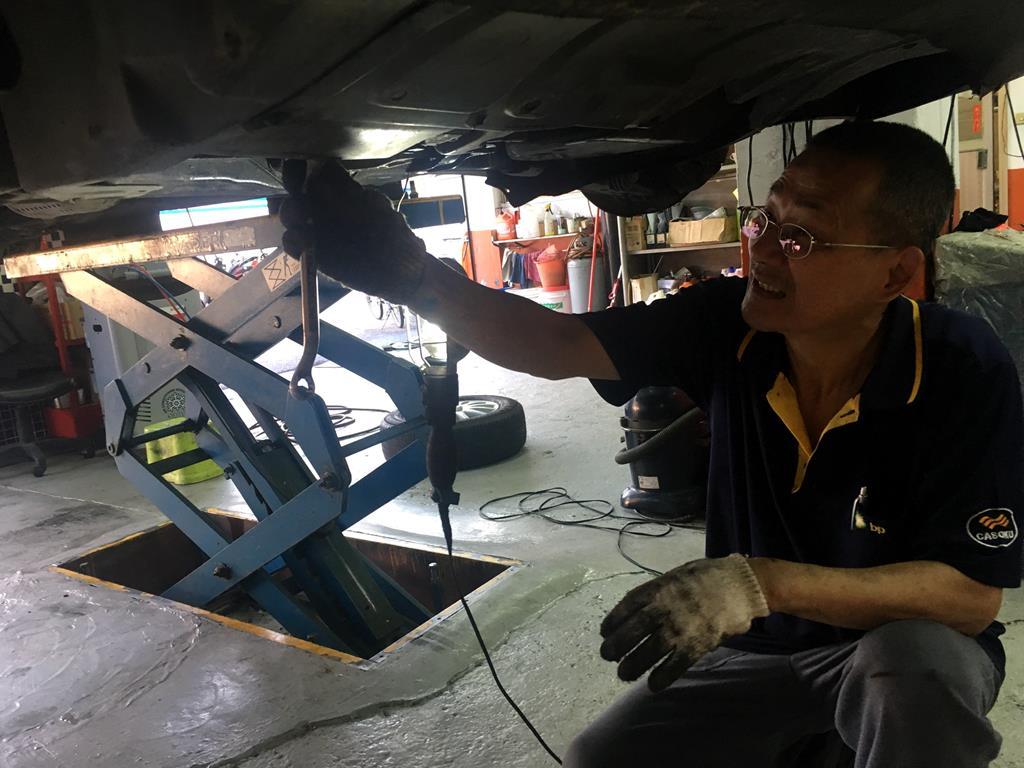 台北市大安區推薦修車廠固特異-偉盛輪胎行檢查漏油