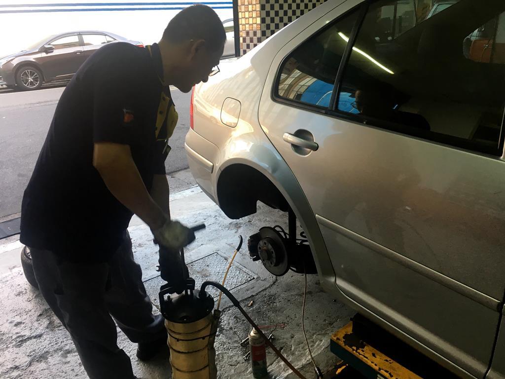 台北市大安區推薦修車廠固特異-偉盛輪胎行煞車油更換