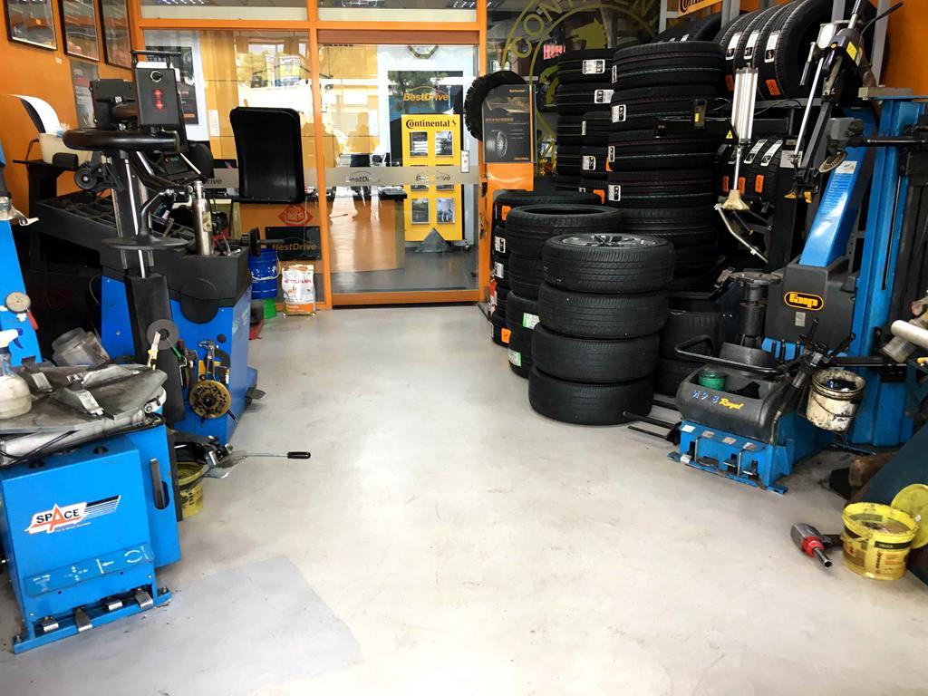 新北市土城區推薦輪胎行固特異-宏進輪胎店內整齊