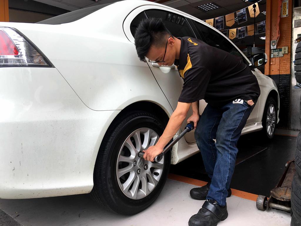 新北市土城區推薦輪胎行固特異-宏進輪胎檢查