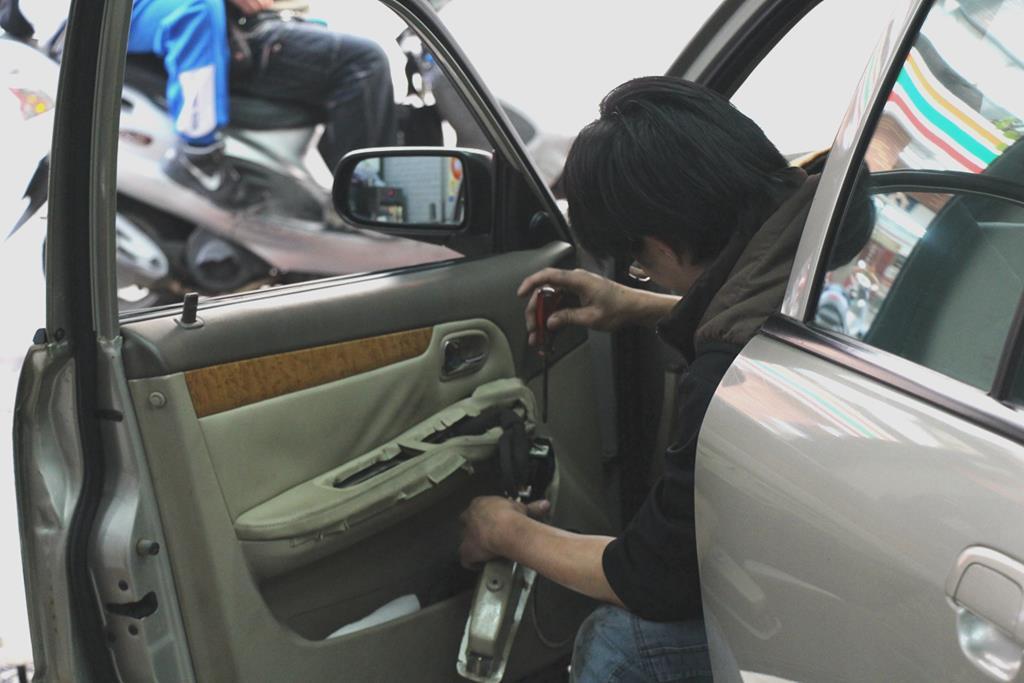 新竹市東區推薦修車廠豐成汽車服務中心中控鎖檢修