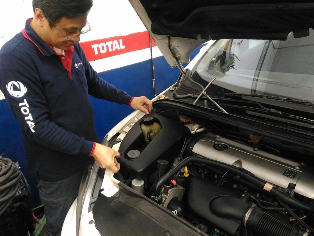 台北市內湖區推薦維修廠連擎汽車裝回護板