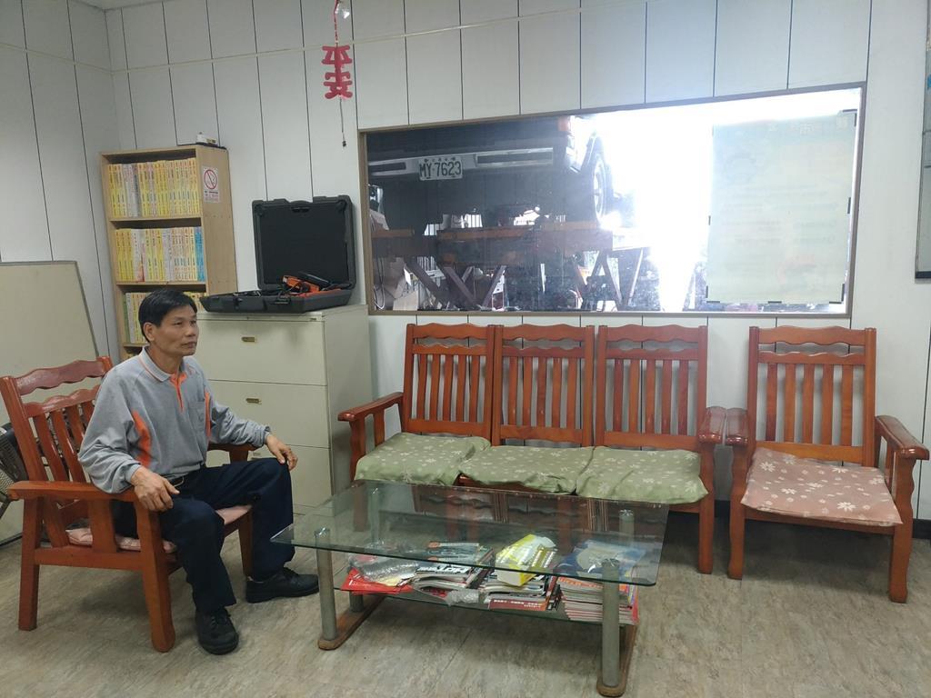 台中市潭子區推薦修車廠龍信汽車修配行休息室