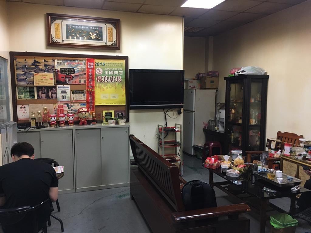 新北市板橋區推薦維修廠德龍汽車保修中心休息室