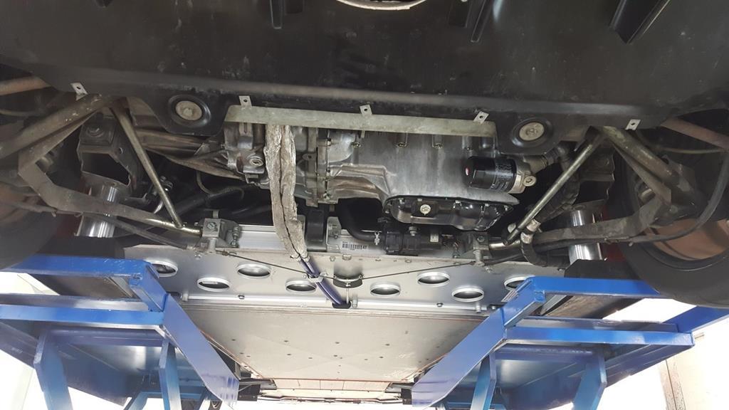 高雄市三民區推薦維修廠汯瑨汽車保修服務廠製作引擎下護板