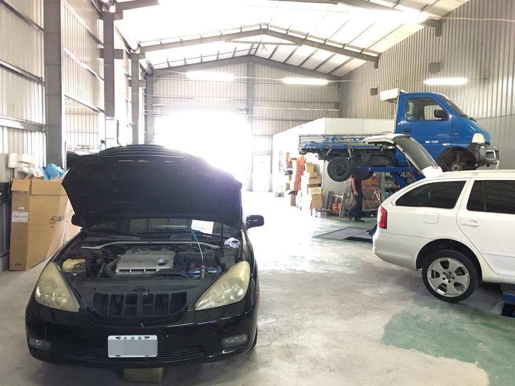 台南市安南區推薦修車廠廣威車業有限公司車子維修中