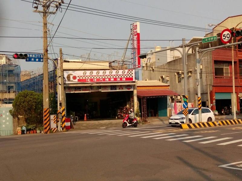 台南市南區推薦修車廠億祥汽機車保修店門口