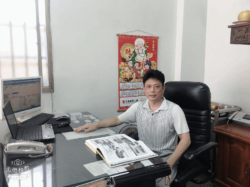 台中市南屯區推薦修車廠世發汽車修配廠帥氣的老闆