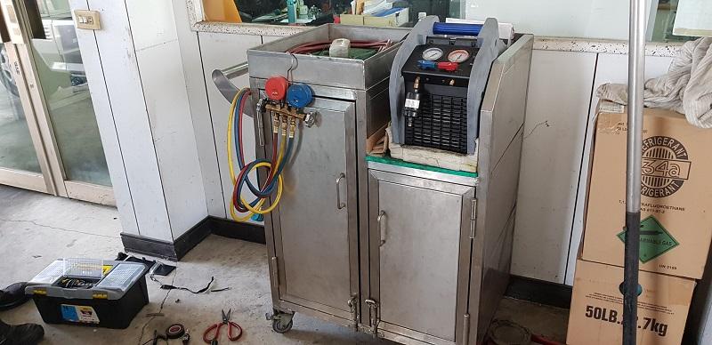 銓通汽車修護廠,備有冷媒測漏檢測儀