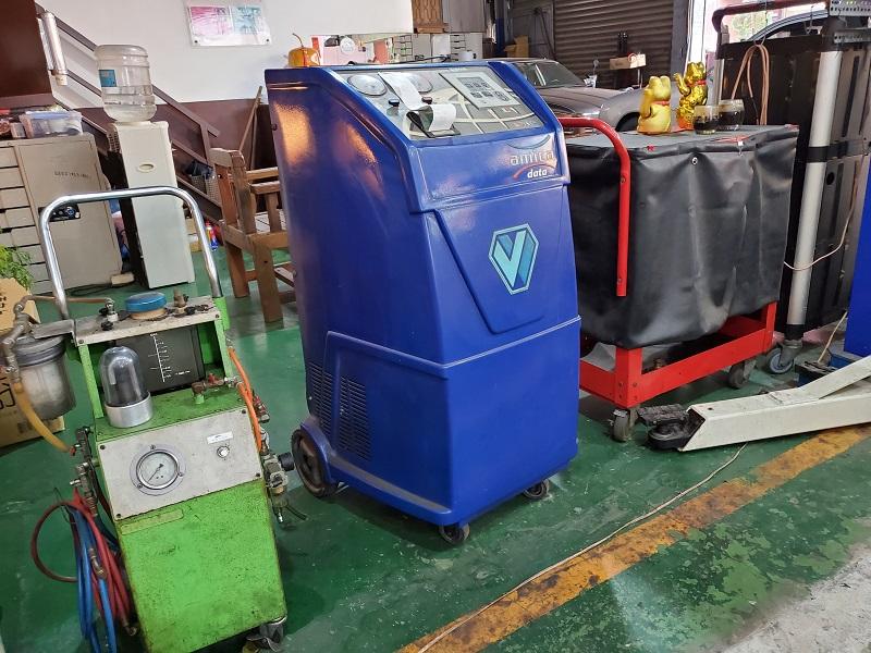台中市西區推薦修車廠保養廠唯豐汽車保養廠 現場備有冷媒填充機