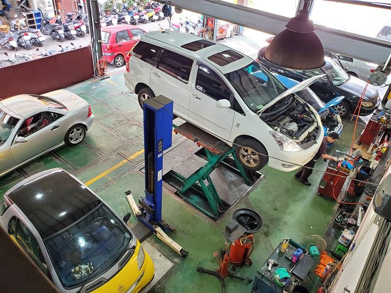 台中市西區推薦修車廠保養廠唯豐汽車保養廠 廠區寬敞、可同時容納7台車輛