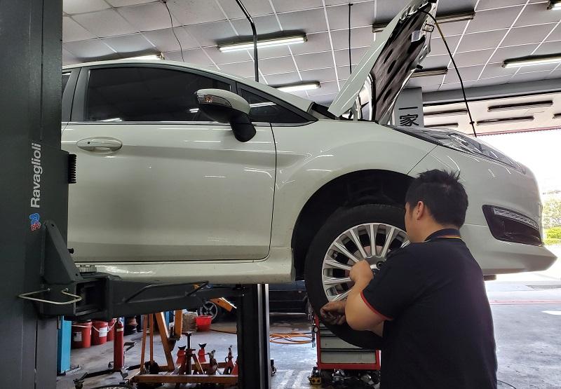 普利擎林口長庚店 技師檢修後裝回輪胎