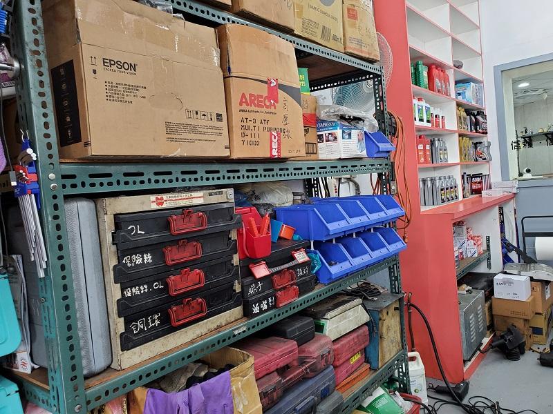 普利擎汽車專業保養中心台北台大店 料件區整潔完備