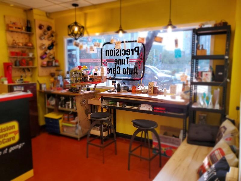 普利擎汽車專業保養中心台北景美店 洪店長也專精咖啡,客戶休息室充滿頂級咖啡香